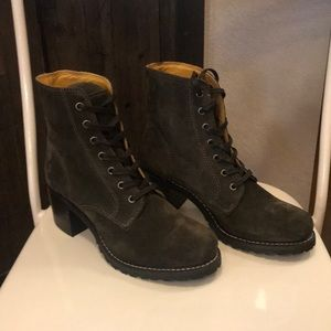 Frye Lace Up Boot in Fatigue. Size 7